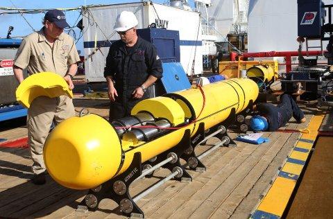Her inspiseres undervannsfartøyet Artemis ombord på det australske marinefartøyet Ocean Shield før det startet sin ferd ned til 4500 meters dybde for å lete etter det savnede flyet.
