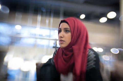 KJENT OVER NATTEN: Faten Mahdi Al-Hussaini gjorde inntrykk på mange med sin sterke appell mot ekstremisme foran Stortinget i august i fjor.