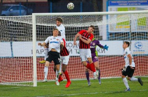 Belshina Bobruisk (i rødstripededrakter) har tapt de tre første kampene i ligaen.