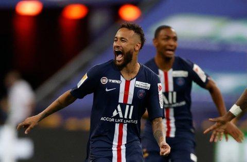 Neymar skyter til Paris St Germain til semifinalen i Champions League onsdag.