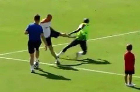 FIKK NOK: Arjen Robben reagerte på denne måten etter flere intense dueller med Bruno Martins Indi.