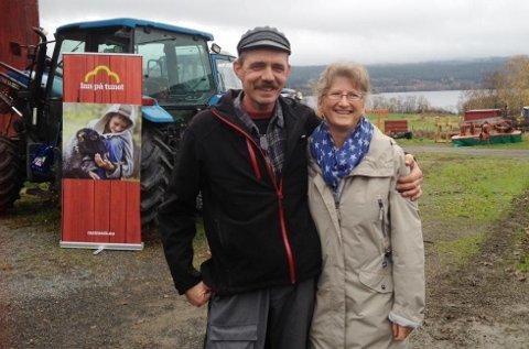 PRIS: Skjerven Gård er tildelt Bygdeutviklingsprisen i Oslo, her drifterne av gården, Jon Ivar og Tori Bakke. Foto:Arkiv