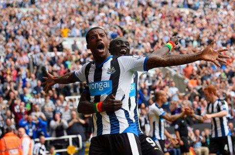 SCORET: Georginio Wijnaldum scoret i Premier League-debuten.