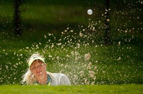 I TRØBBEL: Bildet er fra den andre runden av turneringen i Mexico, med Suzann Pettersen dypt nede i sanda på et av hullene.