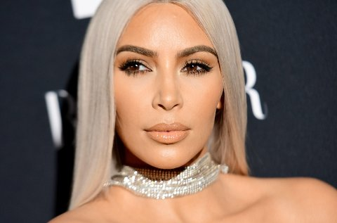 Kim Kardashian sørger over Playboy-kongen Hugh Hefner.
