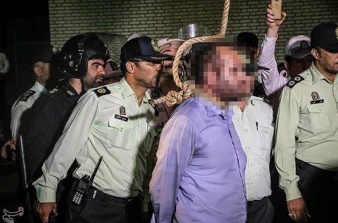 En 42 år gammel mann ble henrettet på offentlig sted tidligere i år i den iranske byen Parsabad. Mannen var dømt til døden for drap og voldtekt av et barn (illustrasjonsbilde/arkivbilde).