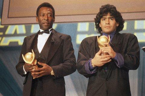 STJERNER: De er to av verdens største fotballstjerner - her avbildet i 1987 med sine Sports-Oscar-trofeer i Roma: Pelé og Maradona.