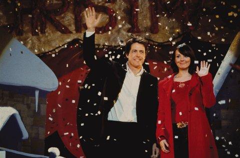 Hugh Grant spiller statsminister i juleklassikeren Love Actually. Bildet er hentet fra scenen der Grants karakter blir tatt på fersken idet han kysser sin tidligere ansatte i Downing Street 10.