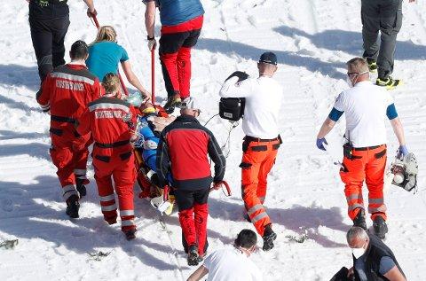 Daniel-André Tande får fortsatt behandling i Slovenia. Foto: AP /NTB