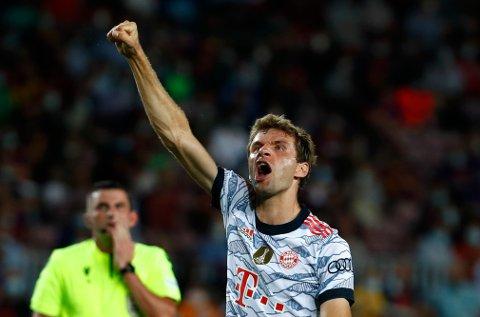Thomas Müller jubler etter å ha gitt Bayern München ledelsen mot Barcelona. Foto: Joan Monfort, AP / NTB