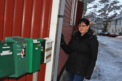 RIS TIL BANK OG BUTIKK: En tyv stjal Hege Arvidsdotters MasterCard samme dag som det kom i postkassen. Nå ber hun bankene endre praksisen, og butikkene om å skjerpe seg.