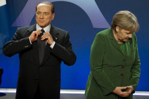 Berlusconi skal ha kommet med den lite hyggelige karakteristikken under en telefonsamtale som ble avlyttet i 2011, noe som tidligere har fått bred omtale i italienske medier. Her er de to avbildet under et G20-møte november 2011.
