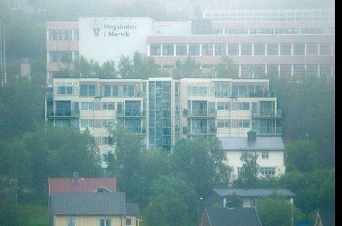 MILLIONSTRID: Det ble påvist feil i boligblokka Oscarsborg Terrasse i Narvik for 30 millioner kroner. Nå er feilene i ferd med å bli utbedret, men det går likevel mot rettssak der boligeierne krever heving av kjøp eller erstatning.