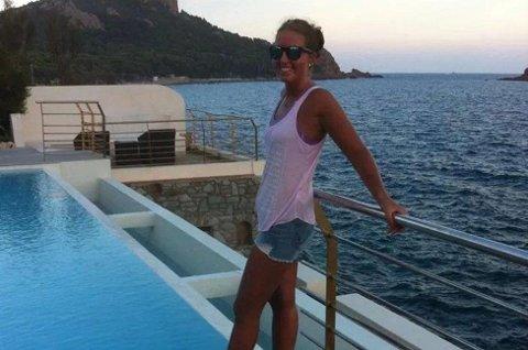 FERIE: Her er Birgitte Sørum på ferie i Frankrike bare tre uker før hun oppdager en kul i brystet og får vite at det er en ondeartet svulst. - Plutselig ble livet satt helt på hodet, sier Birgitte Sørum. Foto: privat