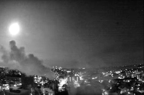 METEORREGN: Restene etter meteoren som kunne sees over Chicago sist natt, falt ned i Lake Michigan.