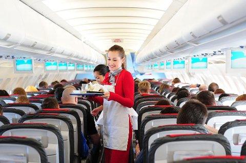 Det amerikanske flyselskapet Frontier ber passasjerene om å tipse kabinbetjeningen (illustrasjonsbildet viser kabinbetjening fra Australia Airlines, som ikke er tilknyttet saken).