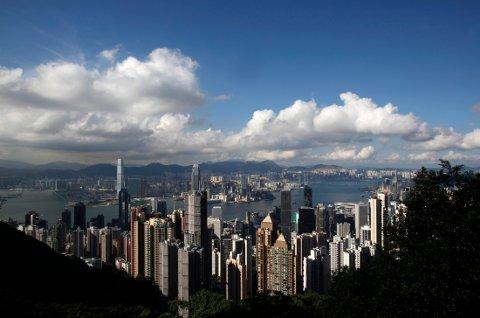 BLODRØDT PÅ BØRSENE I ASIA: Dårlig stemning på børsene i Asia tirsdag - røde tall på alle viktige hovedindekser. I Hongkong er nedgangen på 2,5 prosent.