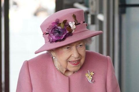 Dronning Elizabeth synes å være kritisk til klimainnsatsen til verdens ledere. Hennes sønn prins Charles er blant dem som har engasjert seg i miljøkampen. Foto: Jacob King / PA via AP / NTB