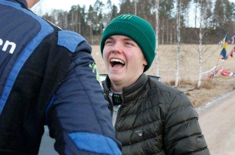 Oliver Solberg kan juble etter å ha blitt nummer sju i VM-debuten på asfalt. Foto: Micke Fransson / TT / NTB