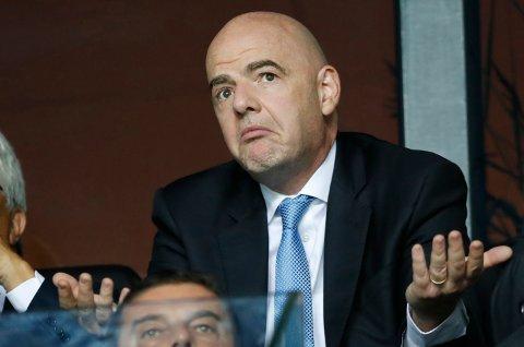 Fifa-president Gianni Infantino sier at de skrinlegger avstemningen om VM annethvert år. Foto: Pavel Golovkin, File / AP / NTB
