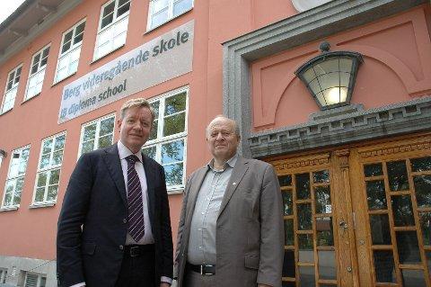 Utdanningsbyråd Torger Ødegaard (H) (t.v.) og Odd Einar Dørum (V) går begge inn for at Berg videregående skal bli bydelens nye barneskole. Det var Venstre som først fremmet forslaget i fjor.