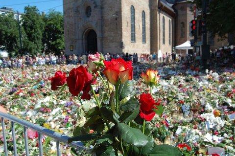 Roser utenfor Oslo Domkirke