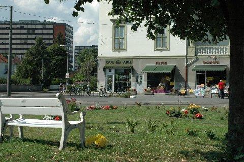 Café Abel får fortsette i sine nåværende lokaler på John Colletts plass, har Norgesgruppen bestemt.