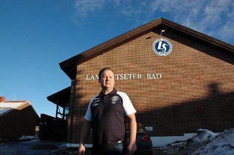 NY KONTRAKT: Frank Pedersen og Lambertseter svømmeklubb har fått ny kontrakt på driften av Lambertseter bad. Den nye kontrakten ifølge Pedersen bedre for klubben enn den forrige. ARKIVFOTO: SIMEN SUNDSBØ