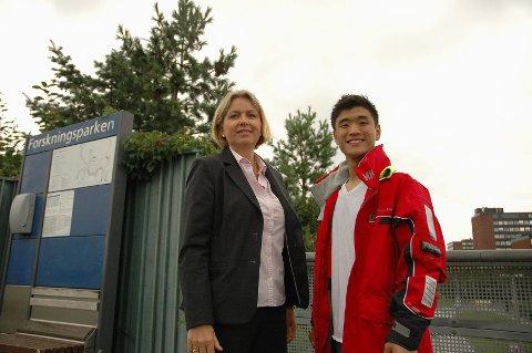 SKOLE HER: Finansbyråd Kristin Vinje (H) og bystyrekandidat Kristoffer Gustavsen mener en ny 8-13-skole i Blindern-området vil være en berikelse for Nordre Aker, og hele byen.