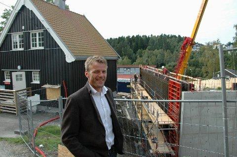GLEDER SEG: Rektor Knut Erik Brændvang gleder seg til Østensjø skole kan ta i bruk den etterlengtede gymsalen som nå er under bygging.