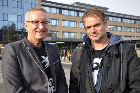 På banen: SLT-koordinator Eivind Fivelsdal i Bydel Alna og feltarbeider Verner Olsen i Alna feltteam ønsker å nå ut til barn og unge med informasjon om skadevirkninger av cannabis.