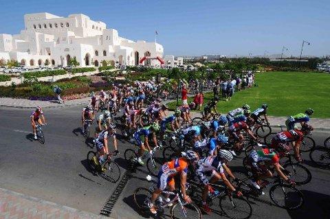 FLOTTE OMGIVELSER: Den femte etappen i årets Tour of Oman startet ved Royal Opera House i Muscat.