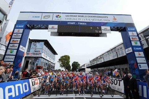 KLARE TIL START: Fem runder á 16,1 kilometer i Valkenburg-området sto på programmet for junior kvinner fredag ettermiddag. Allerede på startstreken dominerte Storbritannia fronten av feltet.