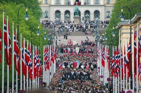 BESTÅR: Toget i Karl Johans gate på 17. mai fortsetter å være forbeholdt barn og skoleungdom.