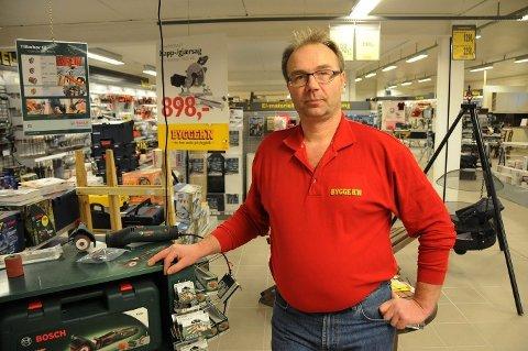 Byggmester Ole Jakob Aalstad synes saksbehandlingen går for sent i Steigen kommune.