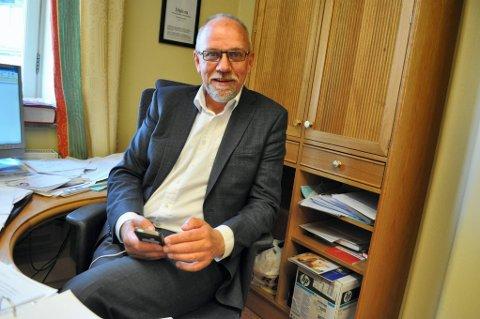 PÅ STORTINGSKONTORET: Det renner inn meldinger og e-poster på telefonen til Morten Ørsal Johansen, landbrukspolitisk talsperson for Frp. Han sier at ingen av dem er negative.