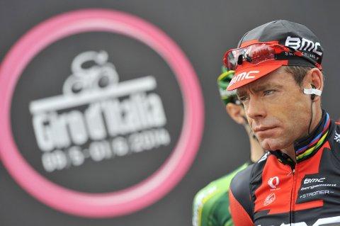 I ROSA: Cadel Evans ble nummer fem på lørdagens etappe av Giro d'Italia, og overtar med det ledelsen sammenlagt.