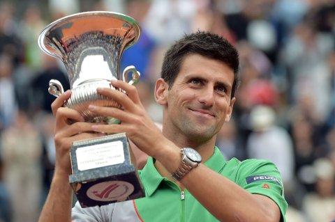 VERDENSENER: Novak Djokovic tok sin tredje Maters-tittel for året da Rafael nadal ble beseiret i finalen i Roma.