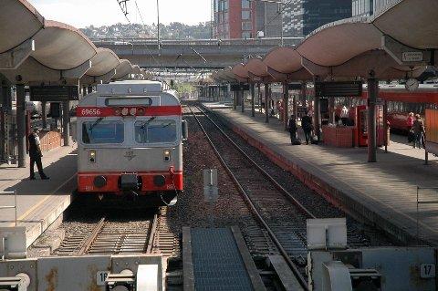 Togene stopper i helga, og det blir i steden satt opp busser. Årsaken er oppgraderingsarbeid, blant annet her på Oslo S.