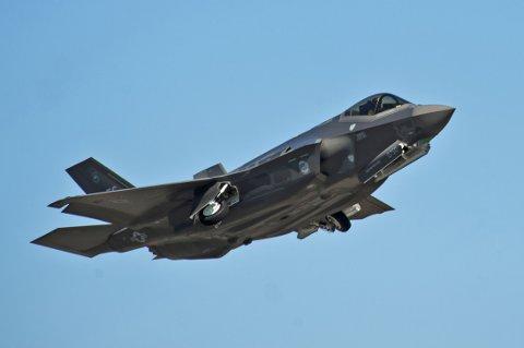 Det amerikanske forsvaret har mottatt 97 av de i alt 2.443 flyene de har bestilt fra Lockheed Martin, og samtlige av disse fikk flyforbud mens teknikerne undersøkte mulige feil og svakheter. På bildet en F-35A Lightning II Joint Strike Fighter.