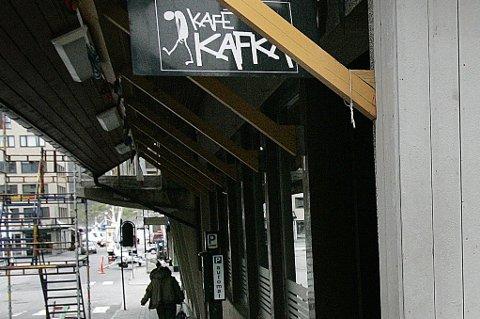 Kafé Kafka hadde en lite vennlig gjest.