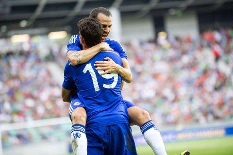 HERLIG DEBUT: Både Diego Costa og Cesc Fabregas debuterte i Chelsea-drakta på søndag. Her jubler duoen etter førstnevntes scoring mot Olimpija Ljubljana.