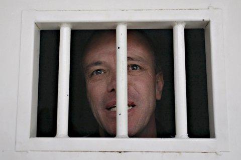 LØSLATT: John Jairo Velasquez er tidligere leiemord og ble dømt for drap på 300 mennesker, mange på bestilling fra avdøde narkobaron Pablo Escobar. Etter 22 år i fengsel er han løslatt, åtte år før tiden. Her bak lås og slå i 2009.