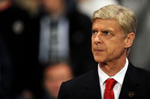 SPILLERJAKT: Arsene Wenger innrømmer at han trenger en forsvarsspiller.