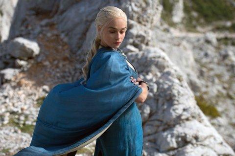 LEKKET PÅ NETT: Traileren for femte sesong av Game of Thrones er lekket ulovlig på nett. Her er Emilia Clarke fra sesong fire.