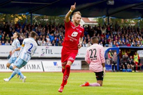 SCORET: Kristoffer Larsen jubler for sin avgjørende scoring.
