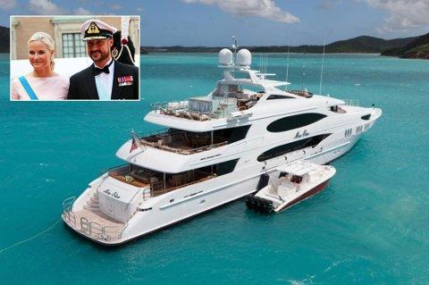 PÅ FERIE: Kronprinsparet skal ha tatt med seg sine barn på ferie på yachten «Mia Elise» i august, rett etter at Pierre Cashiragi giftet seg.