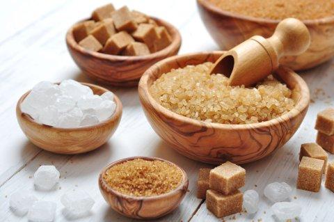 SUKKER SMAKER SØTT: Men siden vi bruker så små mengder av det så er det ingen store ernæringsmessige forskjeller på de forskjellige sukkertypene.