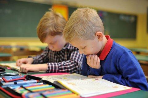 STUDIE HEVDER: Kan elever på grunnskolen lære bedre med kortere uke?