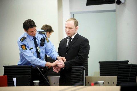 KLAGER: Anders Behring Breivik mener han lider under tøffe soningsvilkår og har saksøkt Norge. Gjennom sin advokat har han varslet at det kan bli flere runder i retten (arkivfoto).